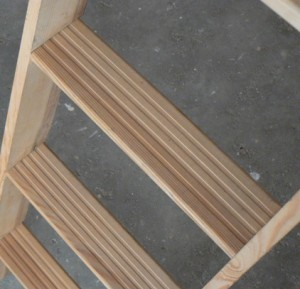 Attic stairs cork: Wide steps grooved for safety